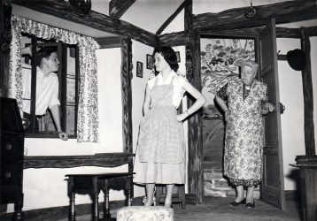queen-elizabeth-slept-here-1958-photo